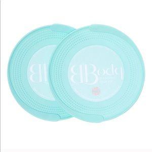 Brooke Burke plates
